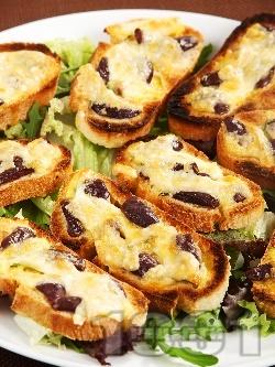 Малки сандвичи принцеси с маслини и сиренца - моцарела и пармезан - снимка на рецептата